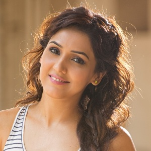 Neeti Mohan Biography, Age, Height, Weight, Boyfriend, Family, Wiki & More