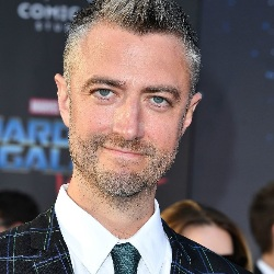 Sean Gunn Biography, Age, Height, Weight, Family, Wiki & More
