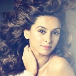 Shibani Dandekar Biography, Age, Height, Weight, Boyfriend, Family, Wiki & More