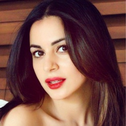 Shraddha Arya Biography, Age, Height, Weight, Family, Caste, Wiki & More