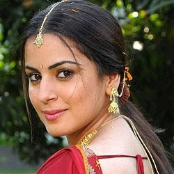 Shraddha Arya Biography, Age, Height, Weight, Boyfriend, Family, Caste, Wiki & More