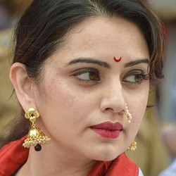 Shruti Marathe Biography, Age, Husband, Children, Family, Caste, Wiki & More