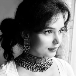 Sonal Vengurlekar (Actress) Biography, Age, Height, Boyfriend, Family, Facts, Wiki & More