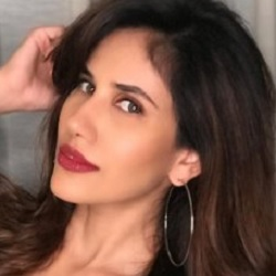 Sonnalli Seygall Biography, Age, Height, Weight, Family, Caste, Wiki & More