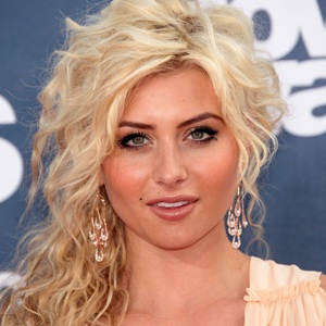 Aly Michalka Biography, Age, Height, Weight, Family, Wiki & More