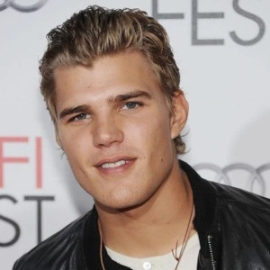Chris Zylka Biography, Age, Height, Weight, Family, Wiki & More
