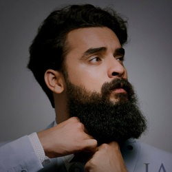 Tovino Thomas Biography, Age, Wife, Children, Family, Caste, Wiki & More