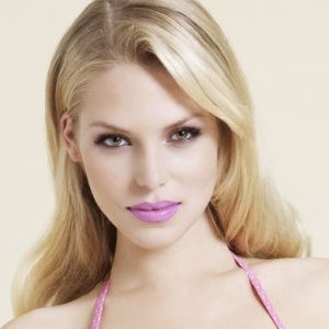 Emma B (Model) Biography, Age, Height, Weight, Family, Wiki & More