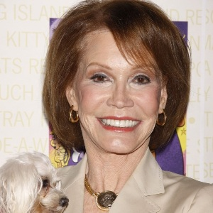 Mary Tyler Moore Biography, Age, Height, Weight, Family, Wiki & More