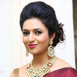 Divyanka Tripathi Biography, Age, Husband, Children, Family, Caste, Wiki & More