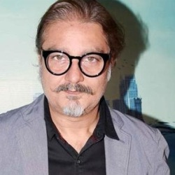 Vinay Pathak Biography, Age, Wife, Children, Family, Caste, Wiki & More