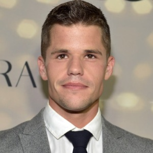 Charlie Carver Biography, Age, Height, Weight, Family, Wiki & More