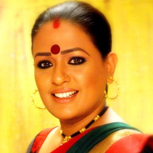 Ashwini Kalsekar Biography, Age, Husband, Children, Family, Caste, Wiki & More
