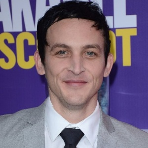 Robin Lord Taylor Biography, Age, Height, Weight, Family, Wiki & More