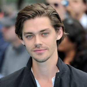 Tom Payne Biography, Age, Height, Weight, Girlfriend, Family, Wiki & More